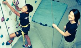 Tutor Yuet Ling in a holistic holiday outing with eduKate students and parents teaching forces and gravity using wall climbing facilities